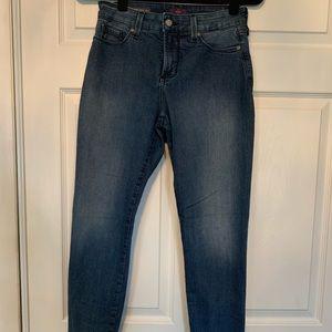 Woman's NYDJ skinny jeans